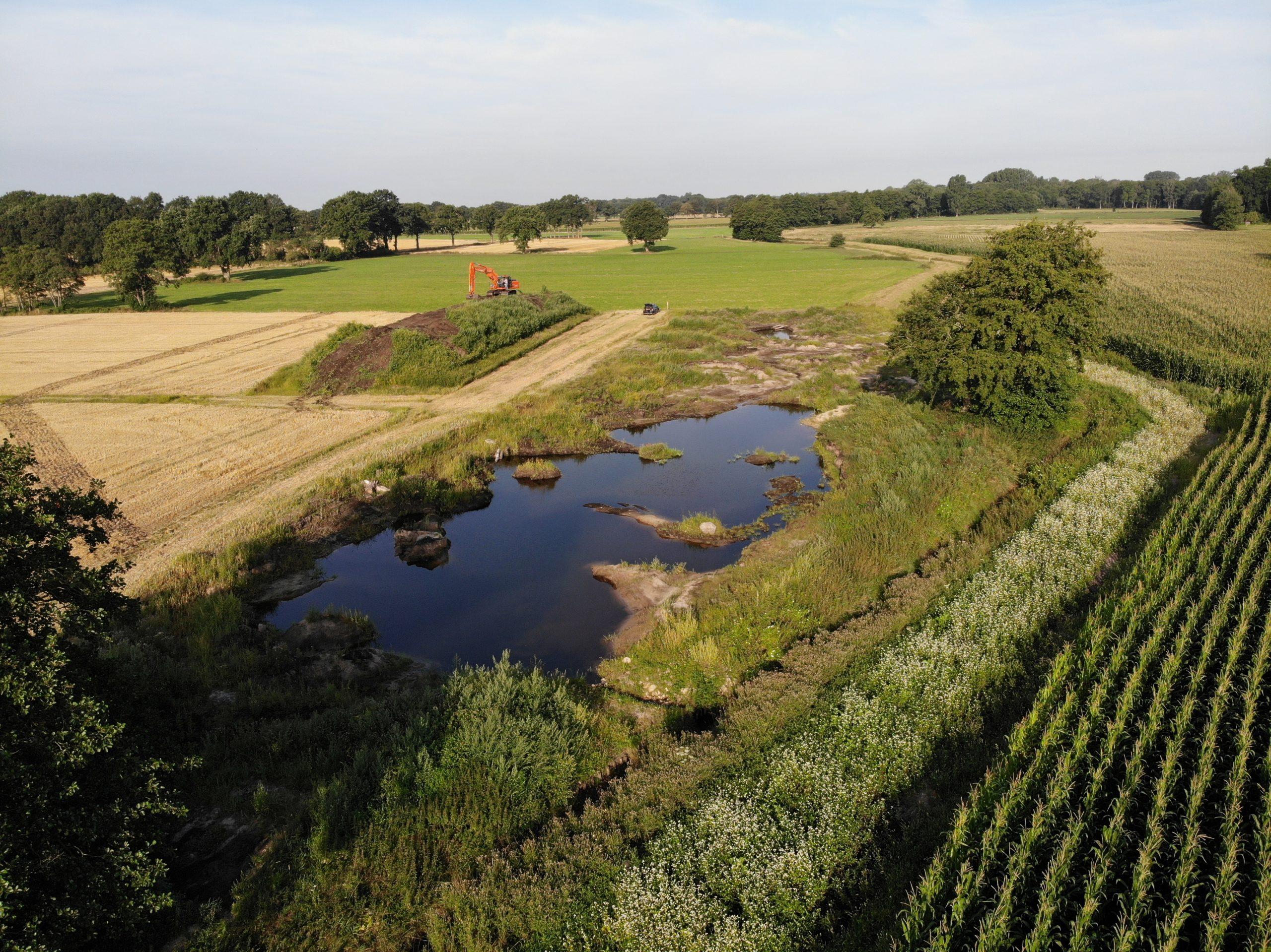 Drohnenaufnahme der Hase Wasseracht: Sekundäraue am Schwerpunktgewässer mit Blühstreifen