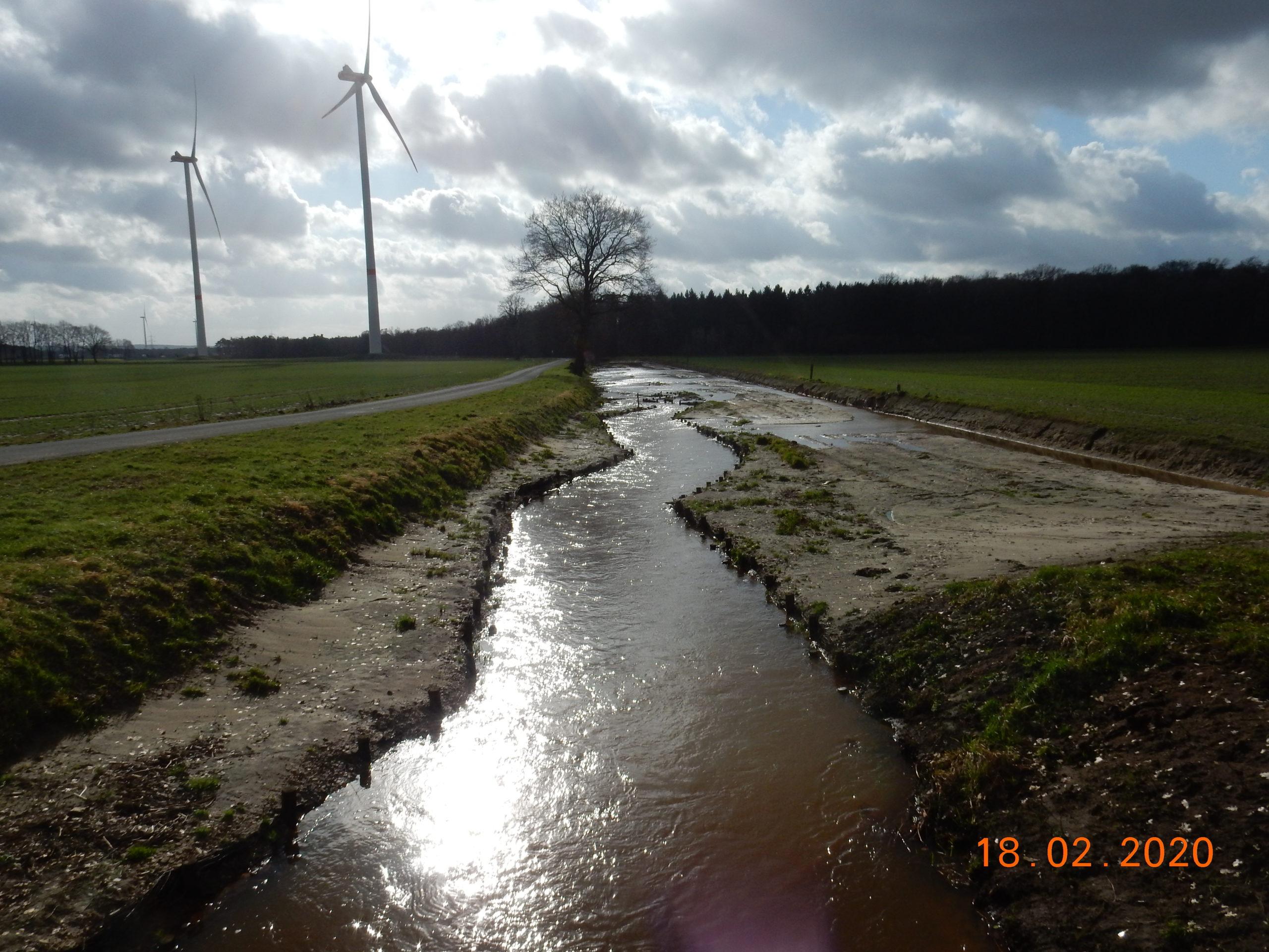 Blick gegen die Fließrichtung bei Hochwasser