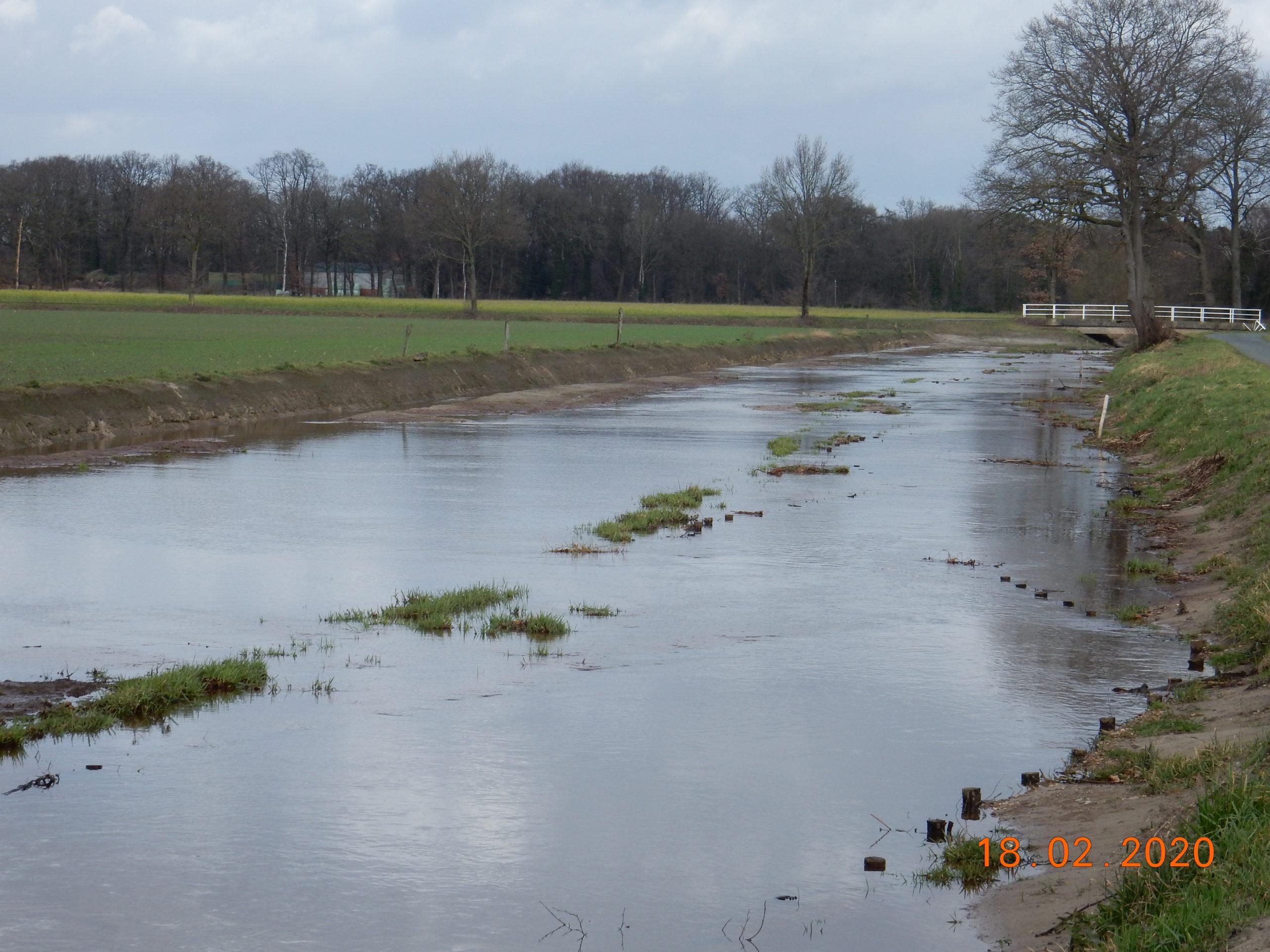 Blick in Fließrichtung bei Hochwasser